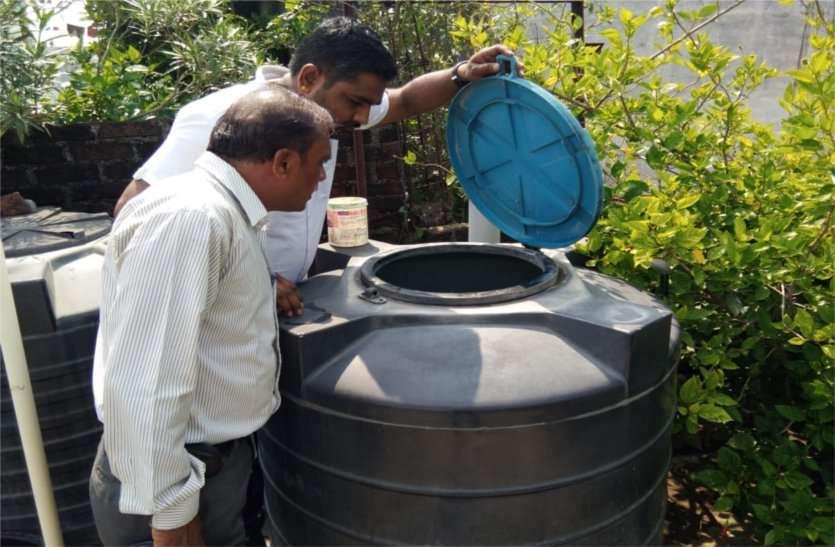 डेंगू का मरीज मिलने का बाद शुरू हुआ सर्वे, पानी की टंकियों में मिला लार्वा, कराया नष्ट