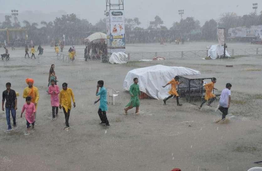 HEAVY RAIN IN SURAT ऐसा क्या हुआ जो अचानक गायब हुआ गरबा पांडाल