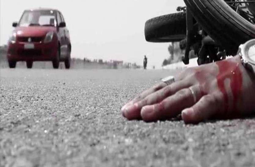 बाइक सवार दोस्तों को रौंदते हुए ढाबे में जा घुसी बेकाबू ट्रैक्टर-ट्रॉली