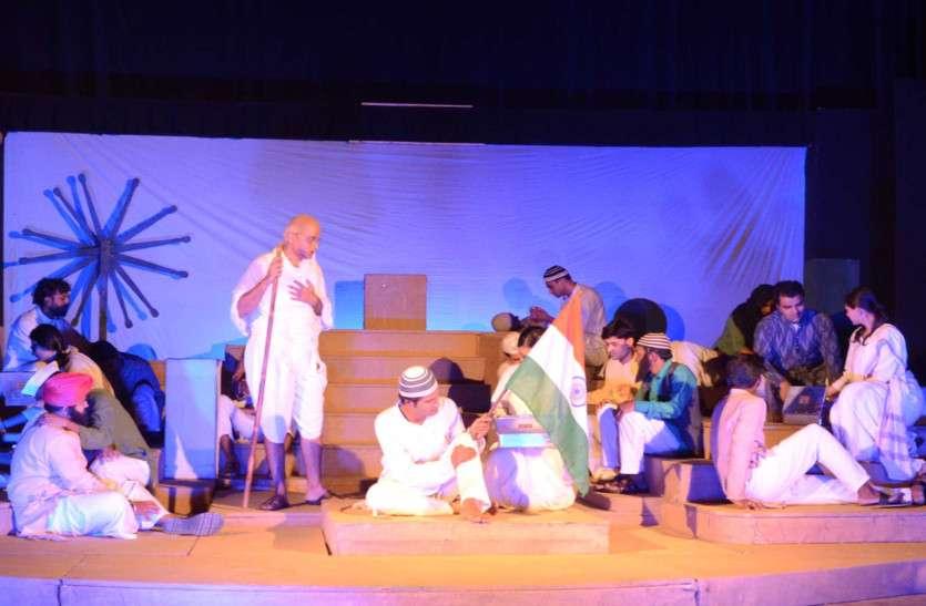 महात्मा गांधी केंद्रित मेगा शो ' भारत भाग्य विधाता' में बापू को देख-सुन कर सम्मोहित से हो उठे दर्शक