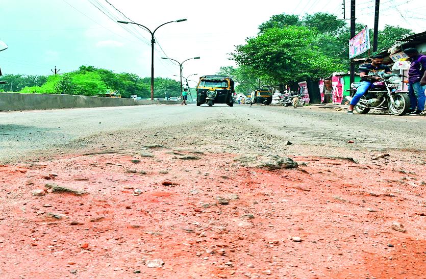 4 महीने से उखड़ी हैं राजधानी की सडक़ें, मरम्मत की बजाय भरवा रहे मलबा-बजरी और मिट्टी