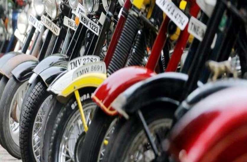 अगर आपके पास भी है बाइक तो रहें सावधान, आपके साथ भी न हो जाए कोई बड़ा कांड, देखें वीडियो