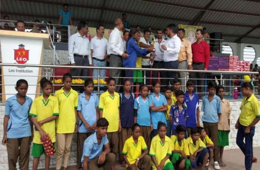 बांसवाड़ा : प्रारंभिक शिक्षा की जिलास्तरीय एथलेटिक्स प्रतियोगिता में तलवाड़ा को जनरल चैम्पियनशिप