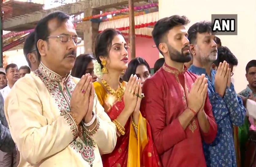 TMC सांसद नुसरत जहां का वीडियो वायरल, पति के साथ कर रहीं दुर्गा पूजा
