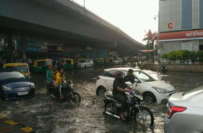Rain in Ahimedabad : अहमदाबाद में तेज हवाओं के साथ बारिश