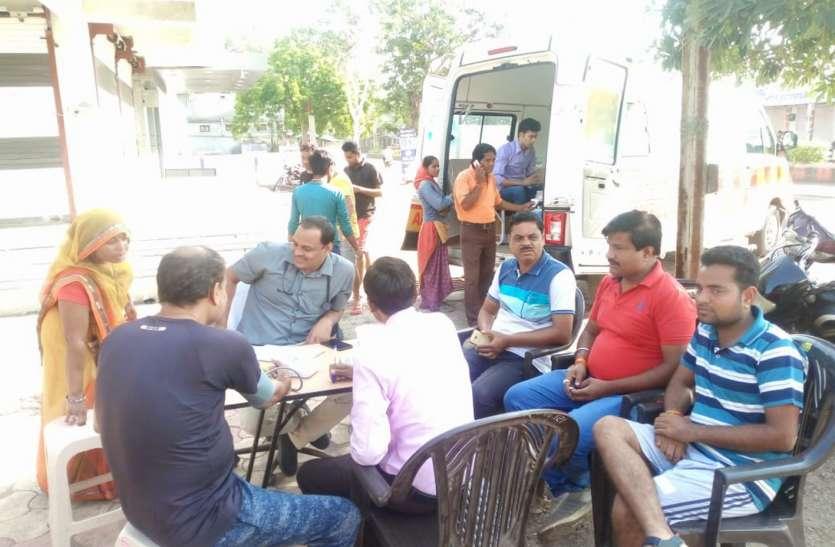 Free Medical Facility यहां घर पहुंच सेवा के साथ हो रहा लोगों का मुफ्त इलाज