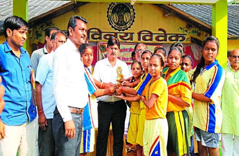 निवाड़ी की बालिकाओं ने बाजी मारी, छतरपुर के बालक जीते