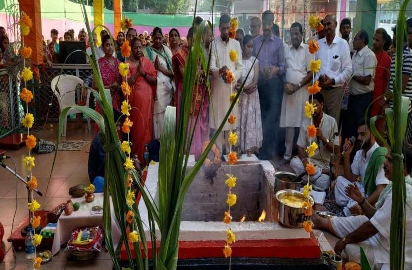 Navratra News; अष्टमी पर हवन-पूजन, मंदिरों में उमड़े श्रद्धालु