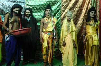 बेरोजगारी में राम करते हैं पंडिताई तो लक्ष्मण घर पर आराम