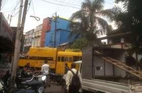 रानीपुरा में तान दी पतरे की पांच मंजिला गुमटी, नगर निगम ने तोड़े तीन मंजिल
