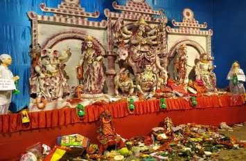 दुर्गा पूजा पंडाल में लालू-राबड़ी का दिखाया ऐसा भेष, संघ-राजद समर्थक  आमने-सामने