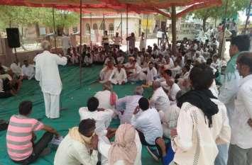 जयपुर / उपज का पूरा मूल्य नहीं मिलने से नाराज किसानाें का कूच