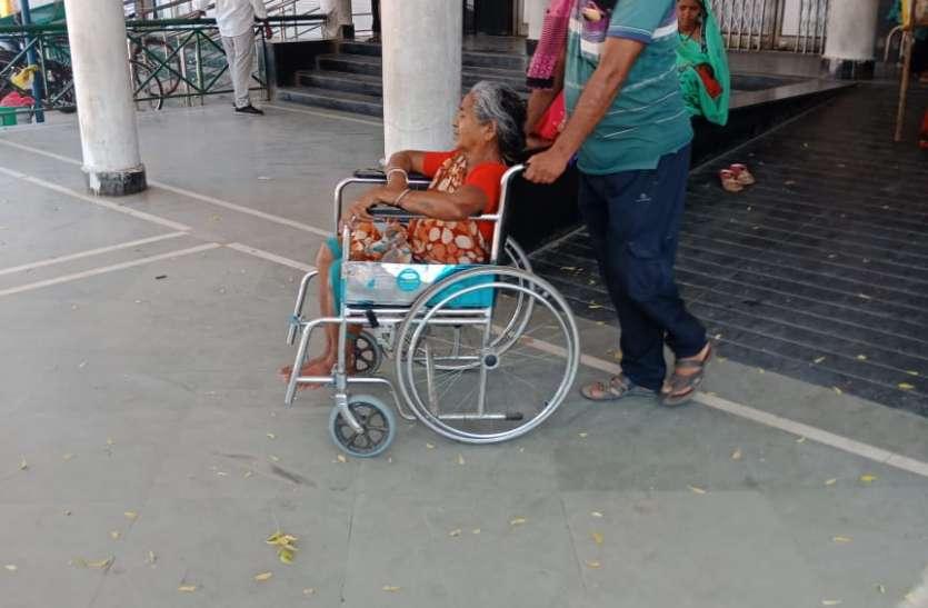 आईपीडी में उपचार लेने मरीज कर रहे मशक्कत