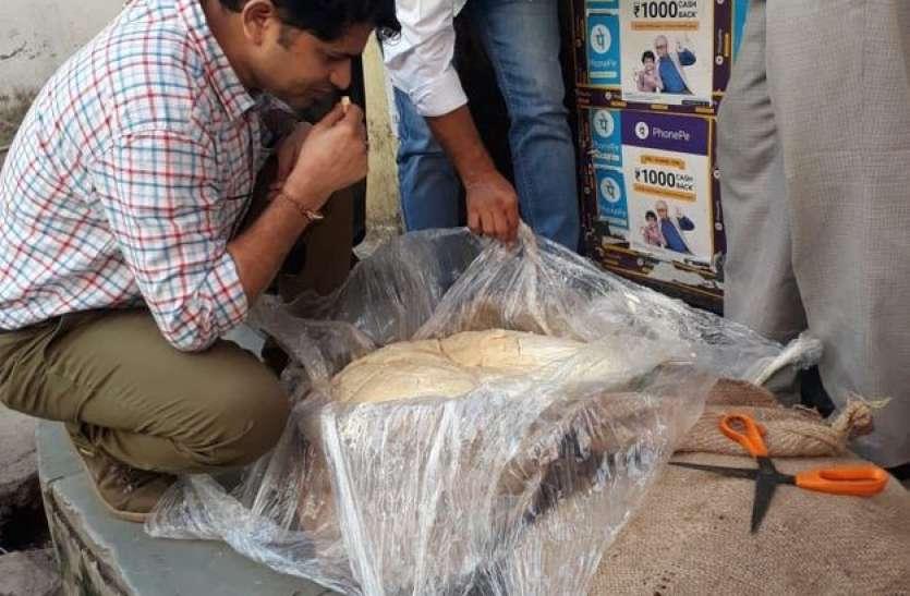 मिलावट के संदेह में 280 किग्रा मावा पकड़ा