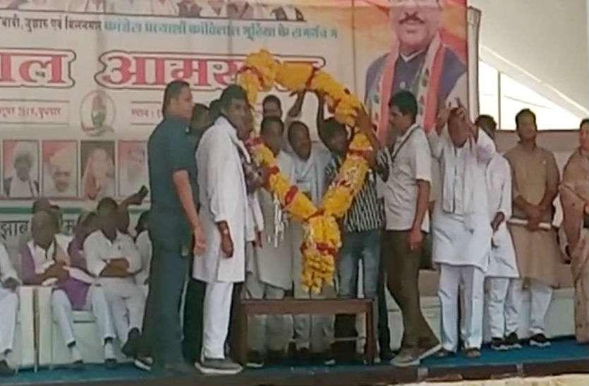 कमलनाथ ने बीजेपी को दिया जोरदार झटका, 100 बीजेपी नेता हुए कांग्रेस में शामिल