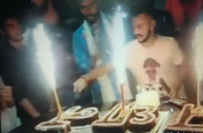 जंगलराज : तलवार से केक काटा और फायरिंग कर बर्थ डे मनाया