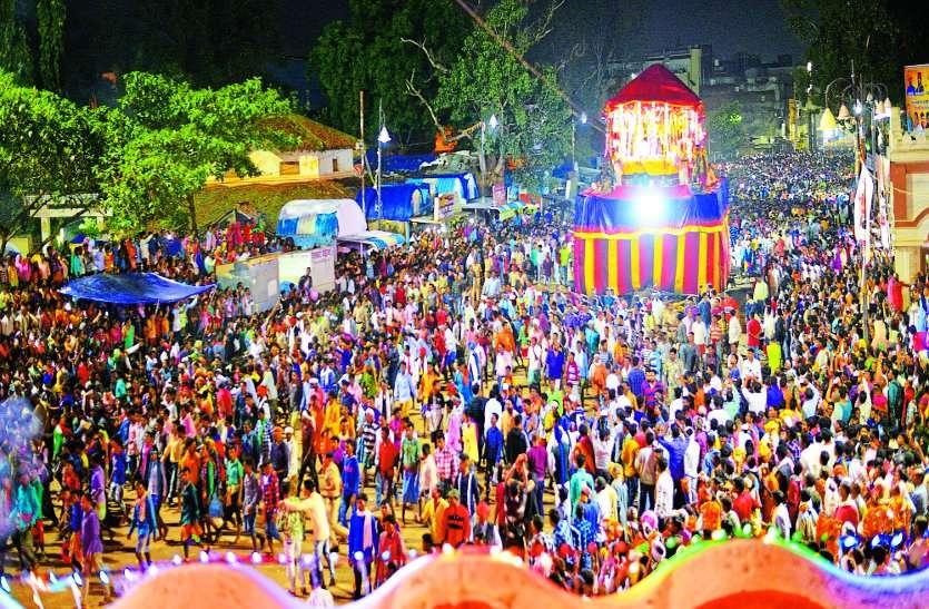 OMG: शहर में कल रात हुई साल की सबसे बड़ी चोरी, सैकड़ों ग्रामीणों ने दिया घटना को अंजाम, अब...
