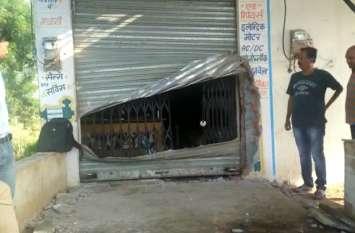 दुकान के बाहर से निकले तो शटर टूटा हुआ था, मालिक को भी घटना का पता सुबह चला