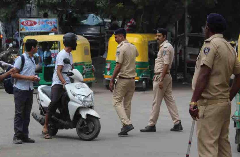Ahmedabad News नाबालिग वाहन चालकों पर ट्रैफिक पुलिस की कार्रवाई, वाहन किए जब्त