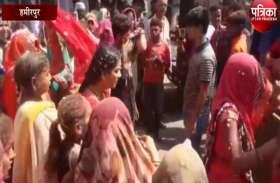 देवी प्रतिमा विसर्जन के दौरान बैंड-बाजे पर थिरके लोग, महिलाओं ने भी किया डांडिया