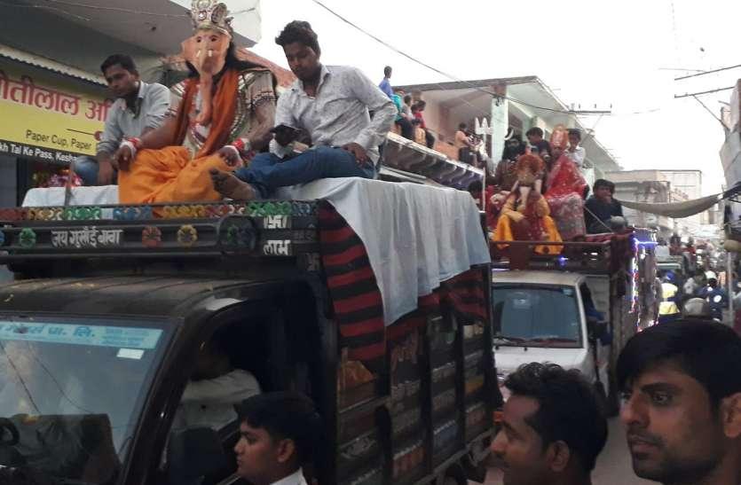 राजसी ठाठ से निकली रघुनाथजी की सवारी, राम बारात में झांकियों ने मोहा