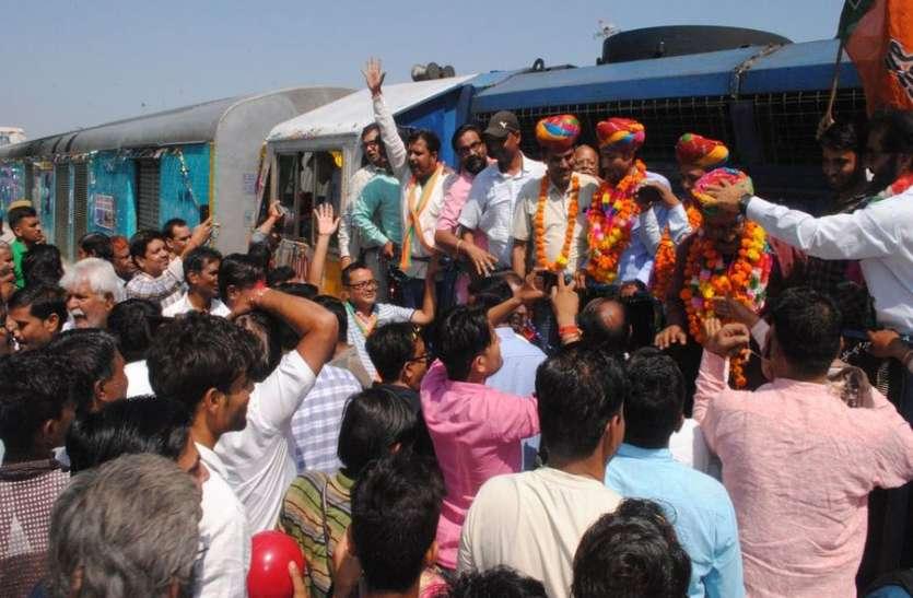 जालोर में इस तरह हुआ भगत की कोठी-साबरमती ट्रेन का स्वागत