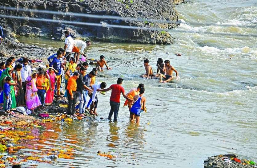 नदी, तालाबों में हुआ माता की मूर्तियों का विसर्जन