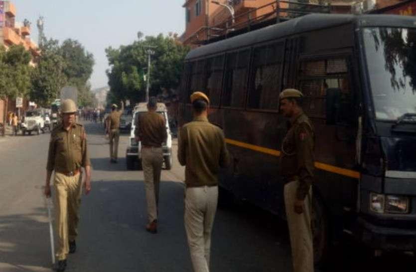 जोरावर सिंह गेट पर तनाव, पांच थानों की पुलिस मौके पर