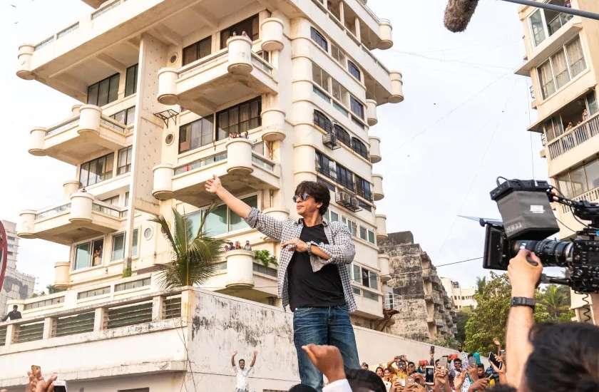 आतंकी संगठन अलकायदा ने जिस टीवी एंकर को दी थी जान से मारने की धमकी, उसी के शो में दिखेंगे शाहरुख खान