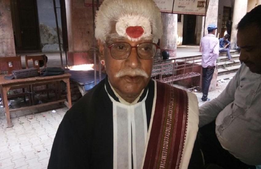 Advocate Shyam Ji Upadhyay Who Fight Court Case In Sanskrit Language -  #KeyToSuccess दुनिया के एकमात्र वकील जो संस्कृत भाषा में 41 साल से लड़ रहे  मुकदमा, विरोधियों के पास नहीं होता