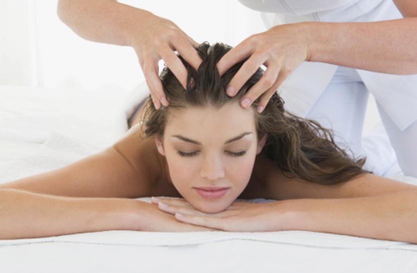 Hair Care Tips: इस तरह से करें तेल की मालिश, नहीं झड़ेंगे बाल