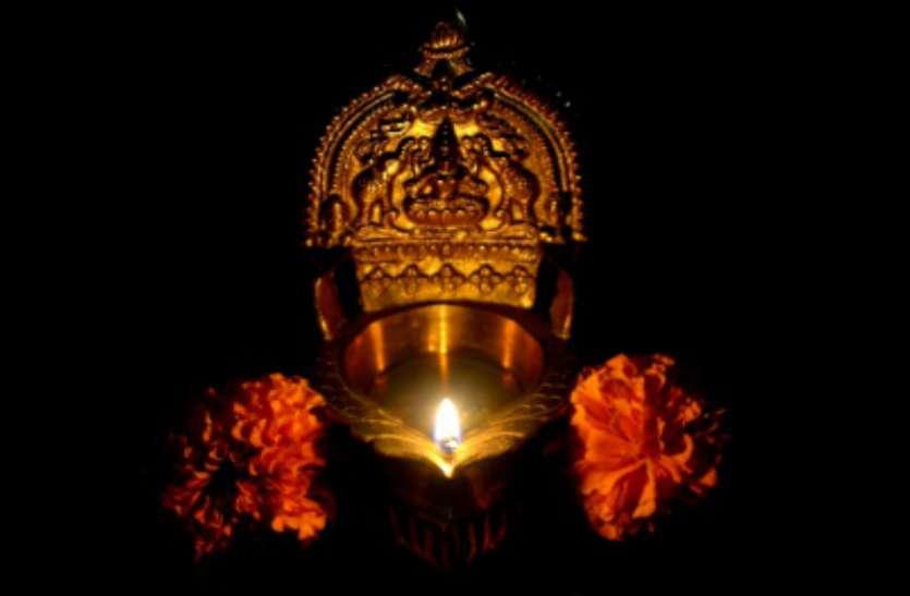 13 अक्टूबर की रात चुपके से कर लें ये उपाय, मां लक्ष्मी की कृपा से हो जाएंगे मालामाल