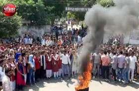 नाबालिग से बलात्कार की घटना के बाद लोगों का खौल उठा खून, टायर जलाकर जताया विरोध, आरोपियों को कड़ी सजा दिलाने की मांग
