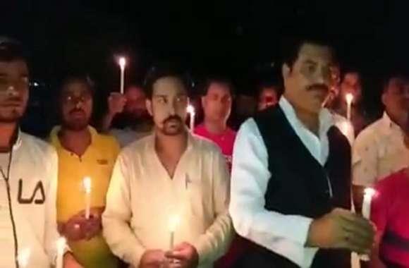 पुष्पेन्द्र यादव हत्याकांड: इस शहर में सपा कार्यकर्ताओं ने निकाला कैंडल मार्च, योगी सरकार पर लगाया ये आरोप