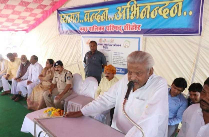 सीहोर में प्रभारी मंत्री ने बोली ऐसी बात, जिससे बढ़ गई प्रदेश के दिग्गज नेताओं की धकडऩ, देखें वीडियो...