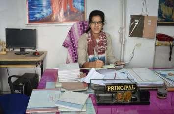 School Education : होनहार छात्राओं ने सम्भाली स्कूल