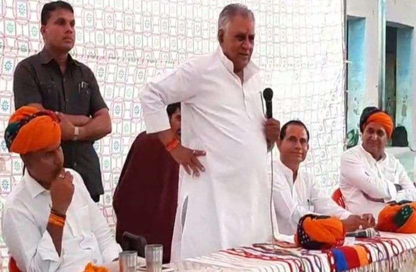मंत्री मेघवाल का बड़बोला बयान, मुख्यमंत्री से बोले आप कहें तो मंडवा उपचुनाव जीता दें, आप कहें तो हरा दें