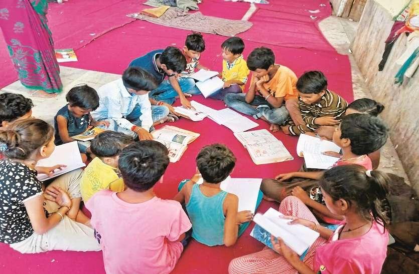 'सारथी' ने थामा बाढ़ में तबाह हुए बच्चों का हाथ,पढ़ाई छोड़ चुके बच्चों को पहुंचाएगा स्कूल, साल भर उठाएंगे पढ़ाई का खर्च