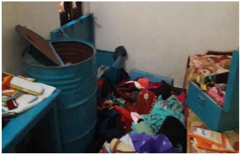 परिवार घूमने गया उदयपुर, मकान से लाखों का माल पार