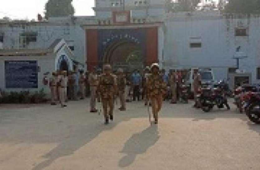 गोरखपुर जेल में कैदियों ने की डिप्टी जेलर व कई सिपाहियों की पिटाई, पथराव, बवाल