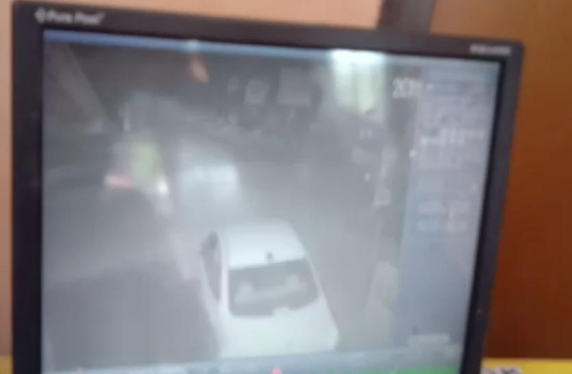 VIDEO: यूपी के इस शहर में मॉर्निंग वॉक करना लोगों को पड़ रहा भारी, बाइक सवार करते हैं ये गलत काम