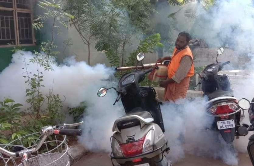 डेंगू से बचाव के लिए दवा का छिड़काव