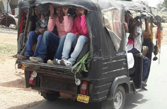 ऑटो संचालकों की मनमानी, छमता तीन की, बैठा रहे दो दर्जन यात्री