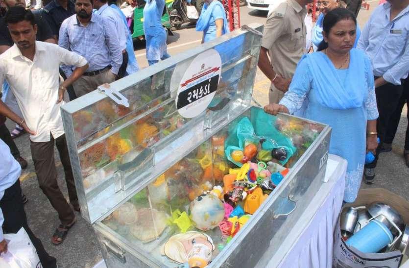 संवेदना : मनपा मुख्यालय पर भरा गया खुशियों का पिटारा