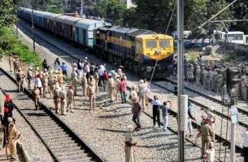 सहरसा से चलकर दिल्ली जा रही ट्रेन के सामने अचानक आ गए यह दो शख्स, हादसे के बाद हालत देखकर कांप गयी यात्रियों की रूह, मचा हड़कंप...