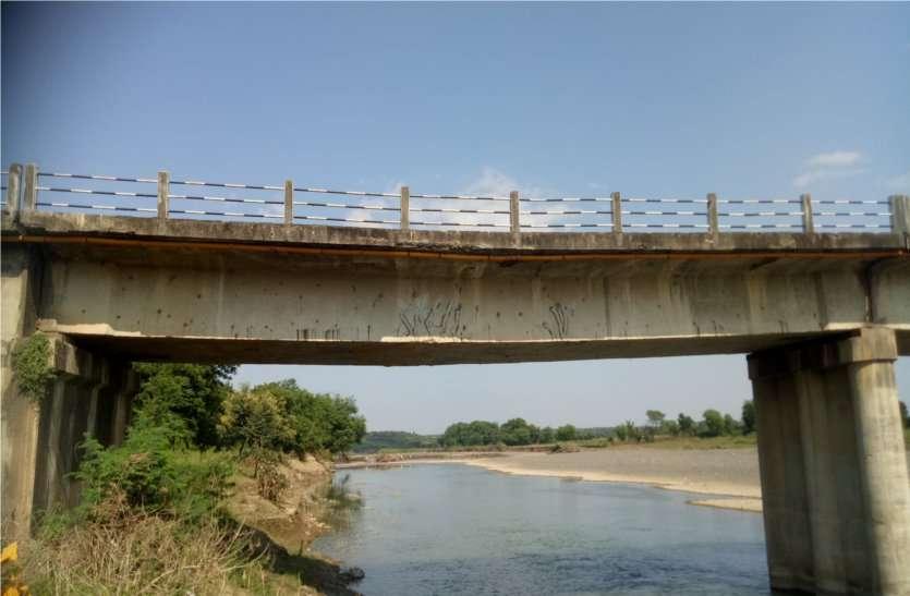 हाइवे के इस ब्रिज से गुजरे तो हो जाए सतर्क... हो सकता है बड़ा हादसा