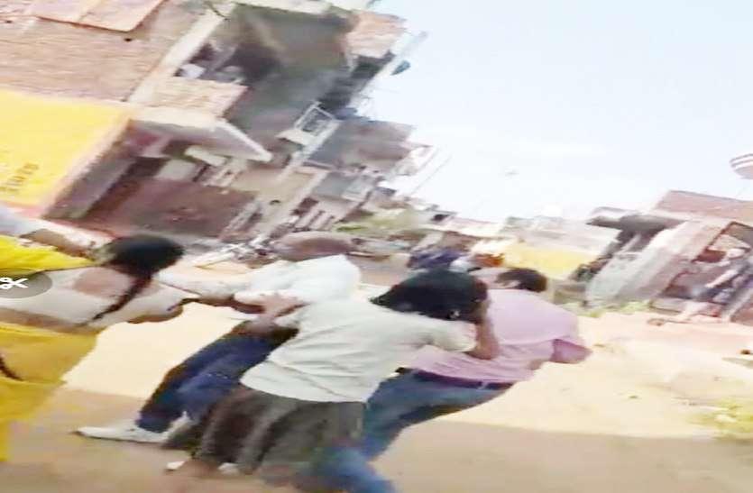VIDEO: SI ने दिखाई खुलेआम गुंडागर्दी, कर दिए दनादन फायर