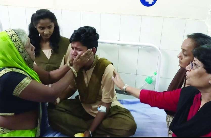 एसडीएम कार्यालय में वार्डन ने छात्राओं को धमकाया, खौफ से बालिका बेहोश, अस्पताल में हुए चौंकाने वाले खुलासे