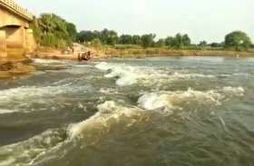 गंगा के बाद बेसो नदी का कहर, तेज धार से टूटी सड़क, भारी वाहनों का आवागमन ठप