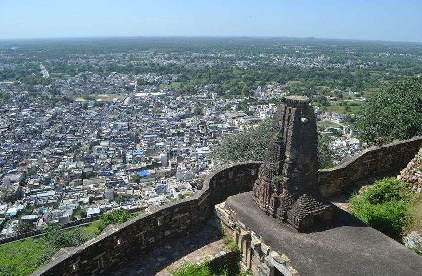 बदहाल शहर : कहीं विकास की 'गंगा', तो कहीं छा गया 'सूखा'